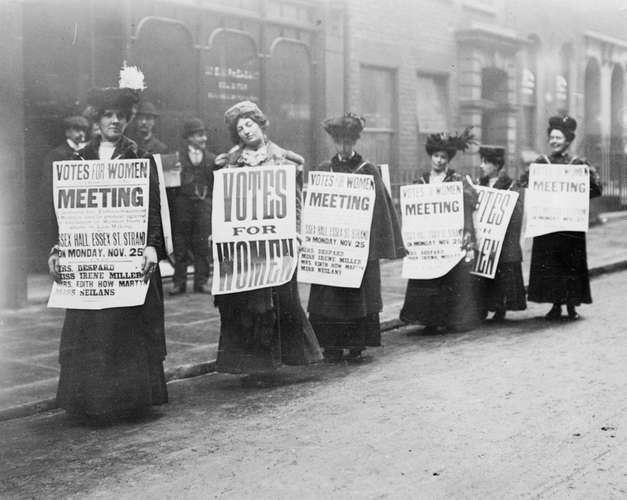 Suffragettes-signs-London-1912